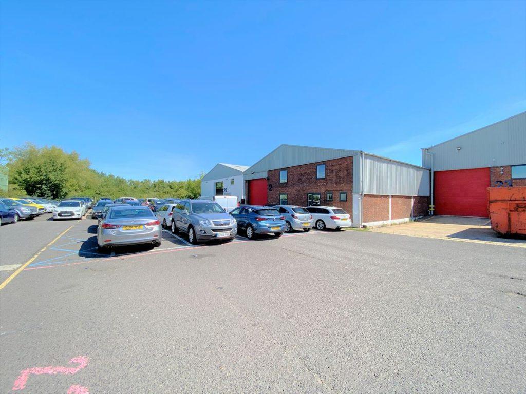Unit 24 Ashford Industrial Estate - Warehouse to rent near Heathrow