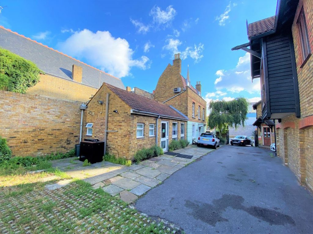 Half Acre House, Brentford - Office to let