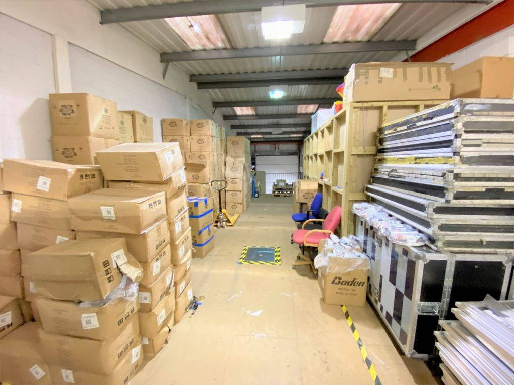 Unit 13 Metro Centre - Warehouse to rent in West London